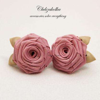 clubzakolka.ru Розы пудрово-розовые с бежевыми листиками на резинках